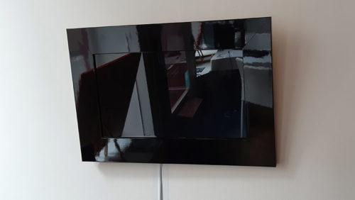 cadre avec ecran noir brillant